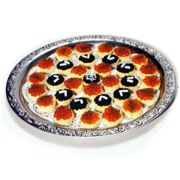 Canapés mit deutschem Kaviar, Forellenkaviar und Keta-Lackskaviarvon Feinkost Rogacki