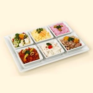 Auswahl von sechs Salaten im Cabaret von Rogacki